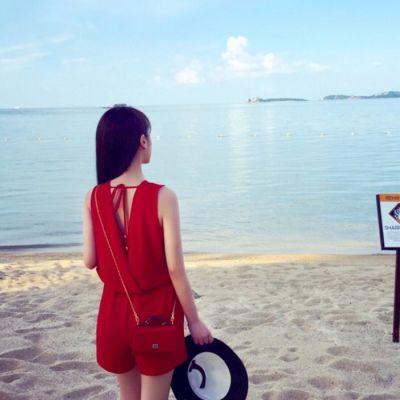 气质女生唯美海边头像