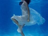 喜欢大海 却不会游泳的姑娘